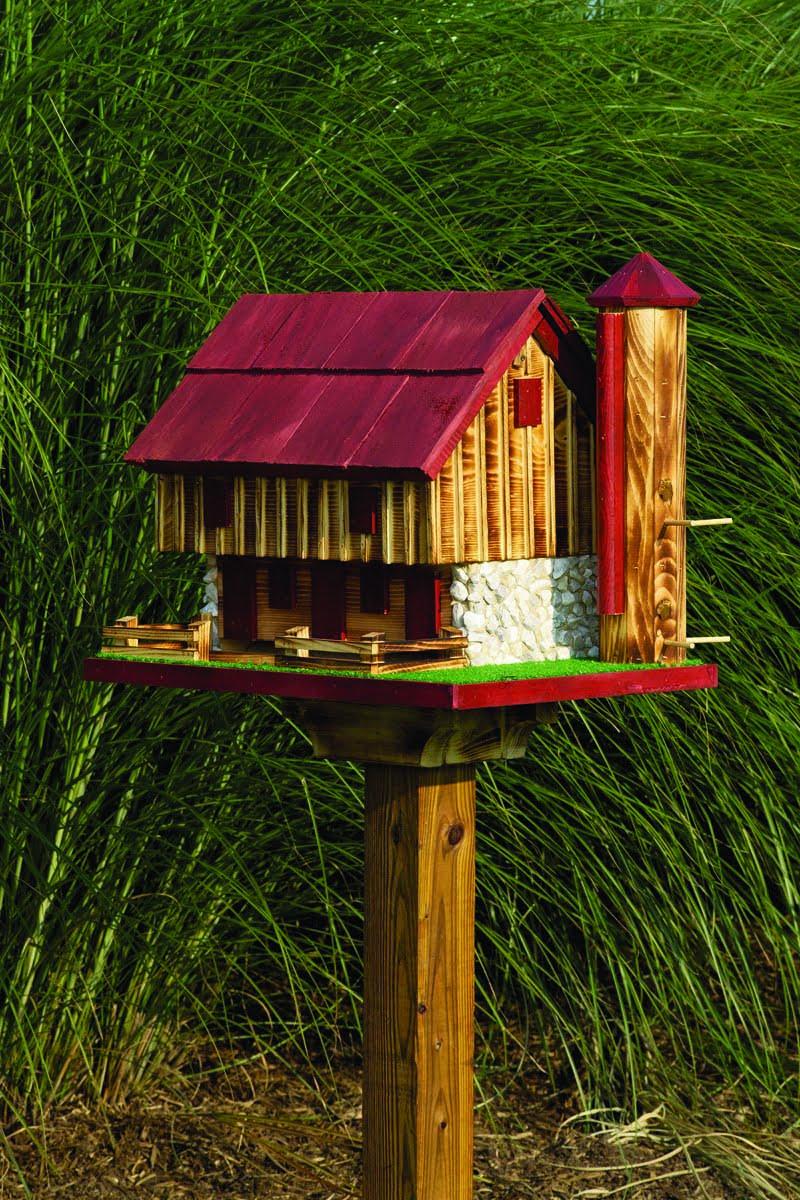 BBFS Barn Birdfeeder with Silo